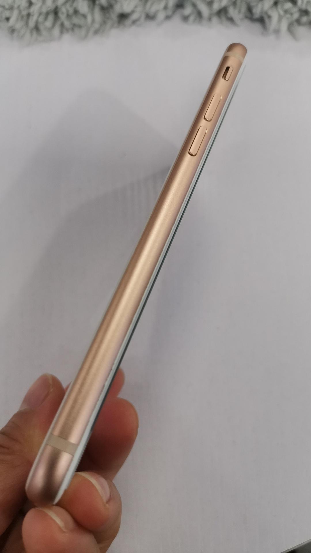 苹果【iPhone 8】8成新